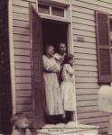 GrayandFlorence(Sis)Arnold),grandmomandSis,Masonville,Md.jpg